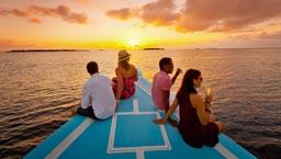 观赏黄昏及海豚游艇游览