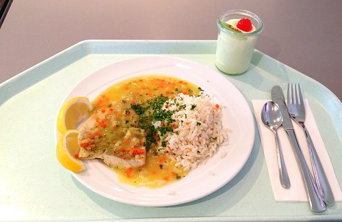 Orangenpochierter Seelachs mit Gemüsereis / orange poached coalfish with vegetable rice