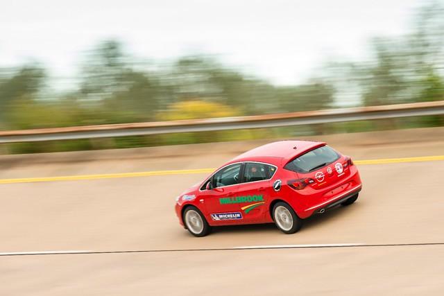 Opel-Astra-Rekordfahrt-288709-medium