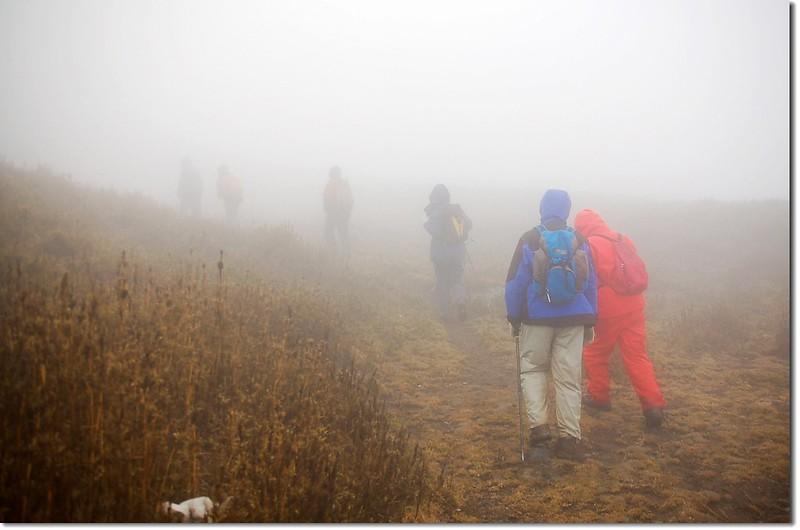 濃霧下邁向東巒