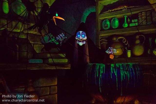 Disneyland Dec 2012 - Snow White's Scary Adventures