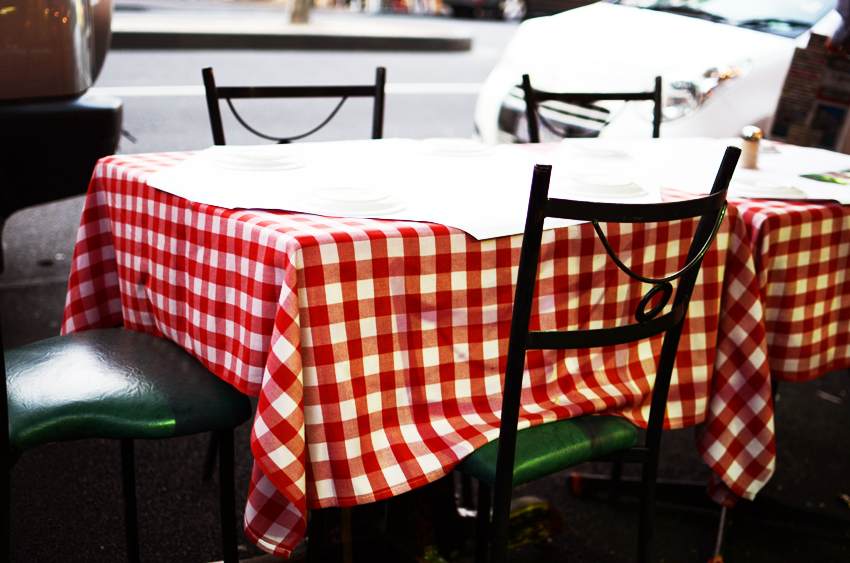 red-check-table-cloths-of-italy