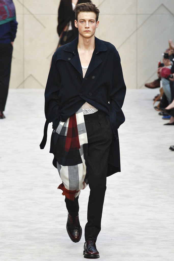 FW14 London Burberry Prorsum009_Max Mondo(VOGUE)