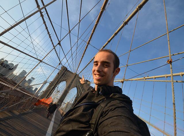 Miguel Egido de Diario de un Mentiroso en el puente de Brooklyn
