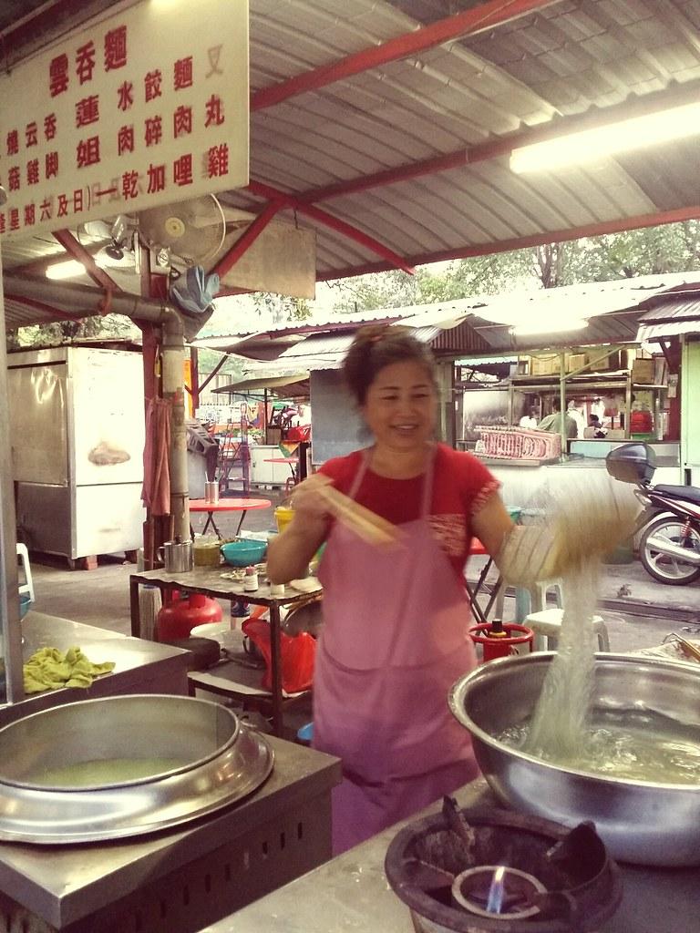 莲姐的水饺和鸡脚云吞面, 我最喜欢 The Dumpling and Chicken Leg Wan Ton Mee are my favorites here
