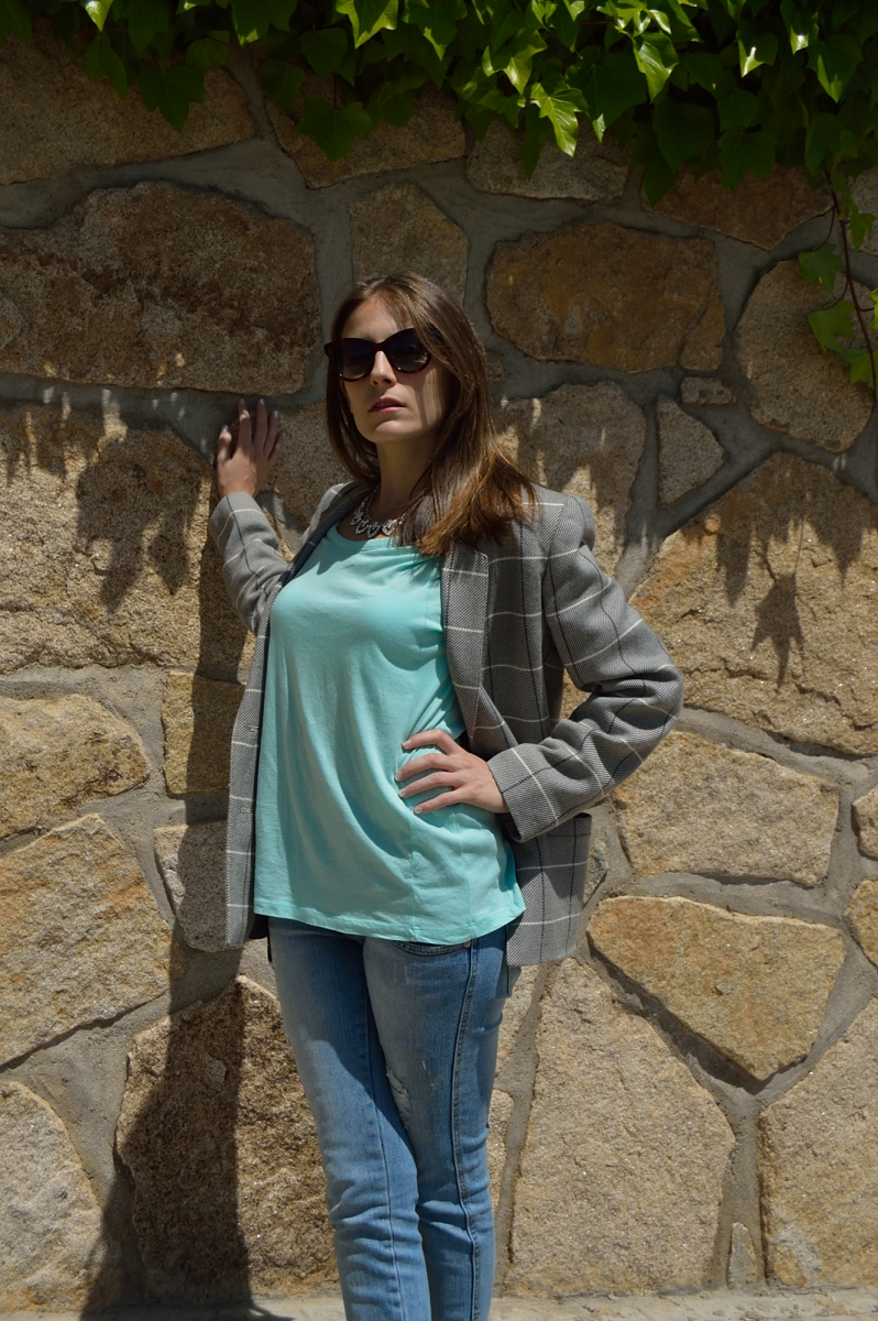 lara-vazquez-madlula-blog-style-fashion-blog-aqua-light-tee-blazer