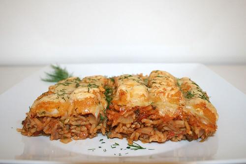 39 - Fish sticks au gratin on tomato vegetable rice - Side view / Gratinierte Fischstäbchen auf Tomaten-Gemüsereis - Seitenansicht