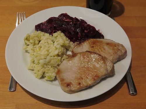 Rest des 'Rys und Pohr' mit Rote Bete Salat zu Steaks aus dem Schweinerücken