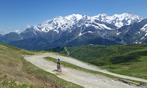 Road to Col du Joly