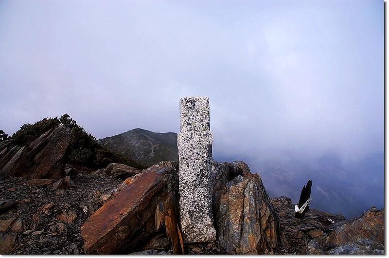 秀姑巒山二等三角點(#1691 Elev. 3825 m) 2