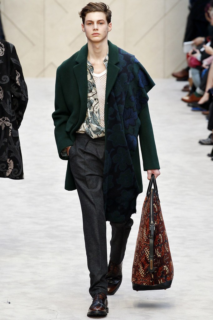 FW14 London Burberry Prorsum031_Darwin Gray(VOGUE)