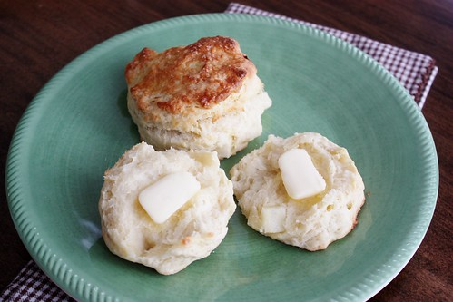 apple-buttermilk-biscuits