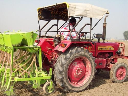 Harpreet, a farmer using a seed fertilizer drill by Happy Seeder