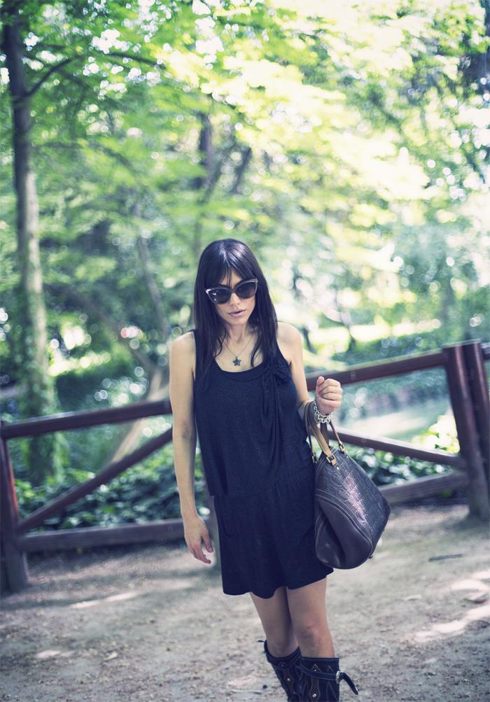 street style barbara crespo el retiro black hector boots fashion blogger outfit blog de moda lbd