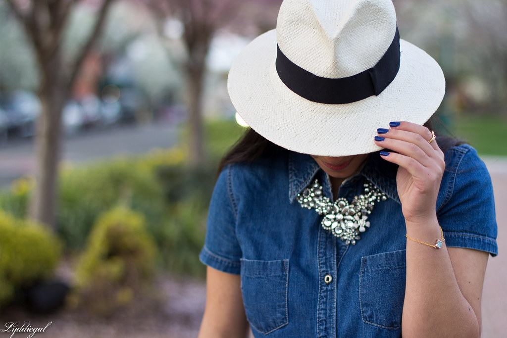 white jeans, chambray shirt, panama hat-6.jpg