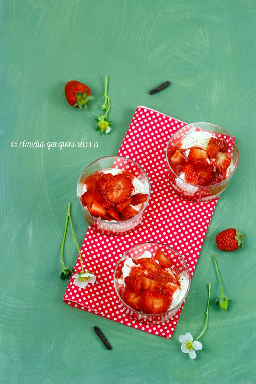 bicchierini di crema di mascarpone e fragole