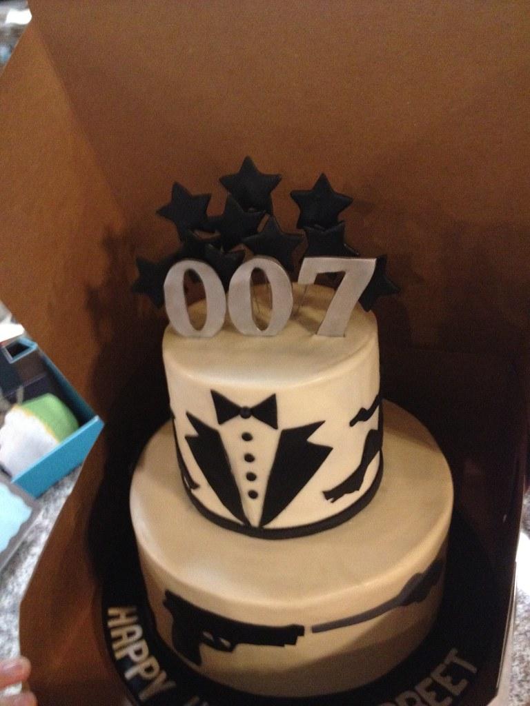IMG 2446 2445 2443 2442 2441 2440 James Bond Cake
