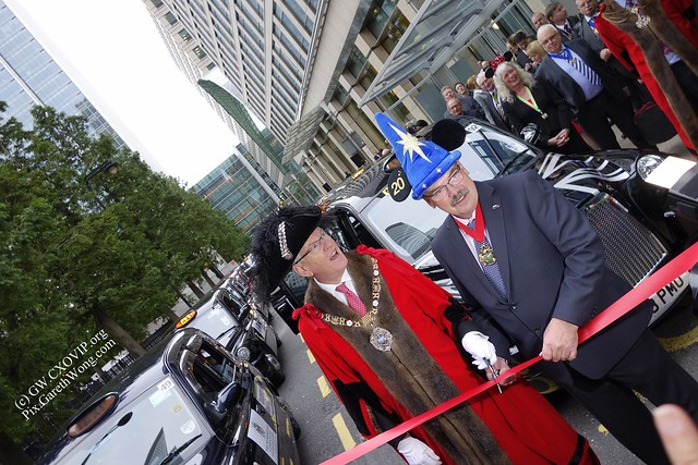 City of London Lord Mayor cutting ribbons for Magical Taxi Tour (charity to bring sick kids from @yourcanarywharf to @Disney_ParisEN ) _DSC0515
