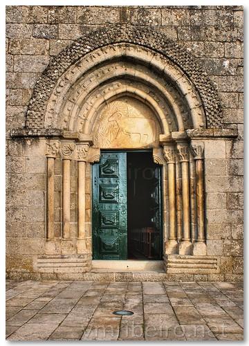 Portal da igreja românica de Fonte Arcada by VRfoto