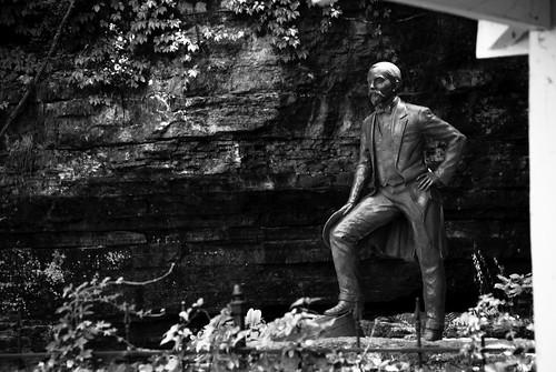 bw statue blackwhite cabin nikon unitedstates nashville tennessee lynchburg limestone cave distillery jackdaniels 2012 d80