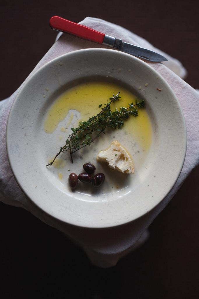 azeite, azeitonas e pão