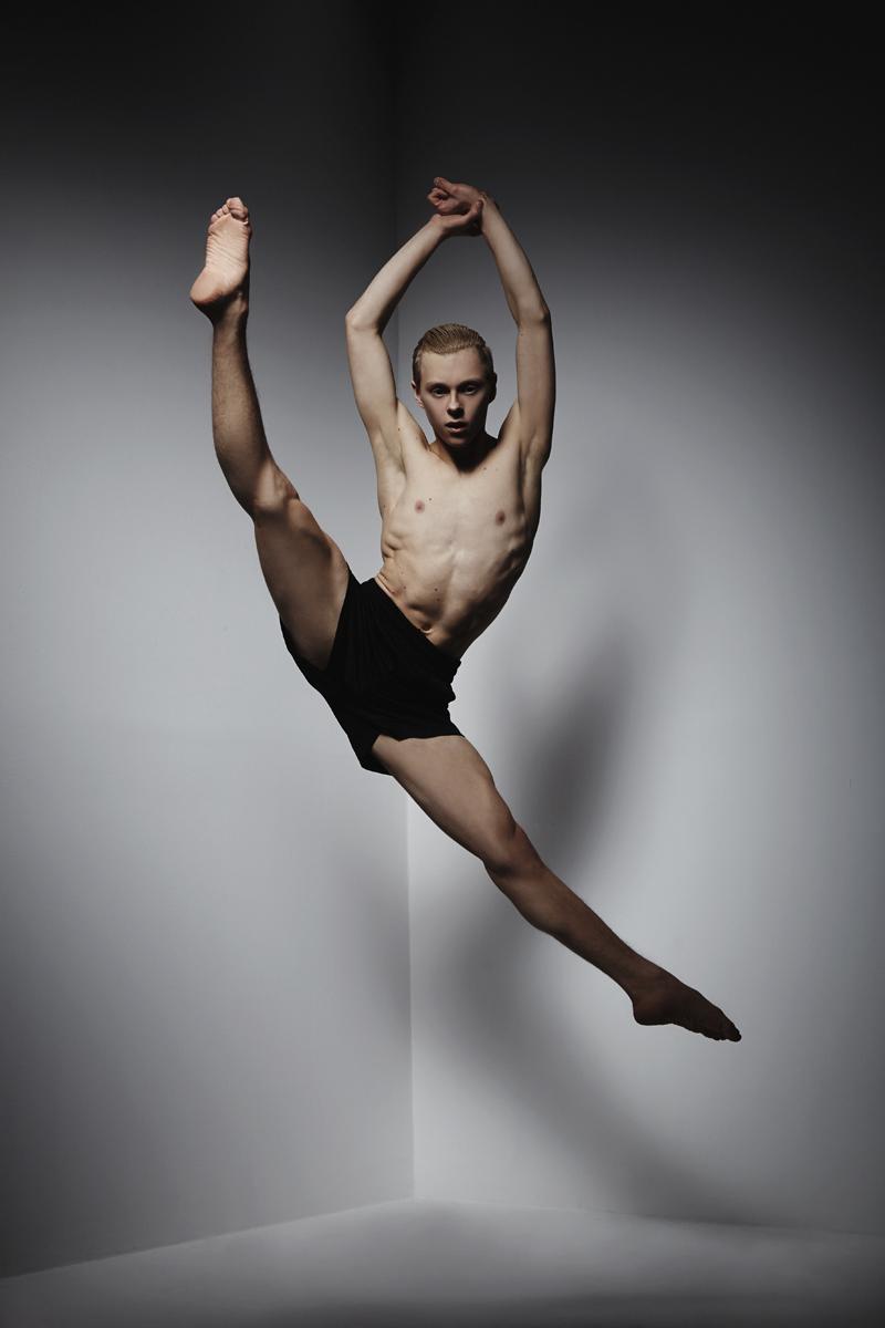 attekilpinen3_studio_valokuvaus_mikkoputtonen_tanssija_tanssikuva_web