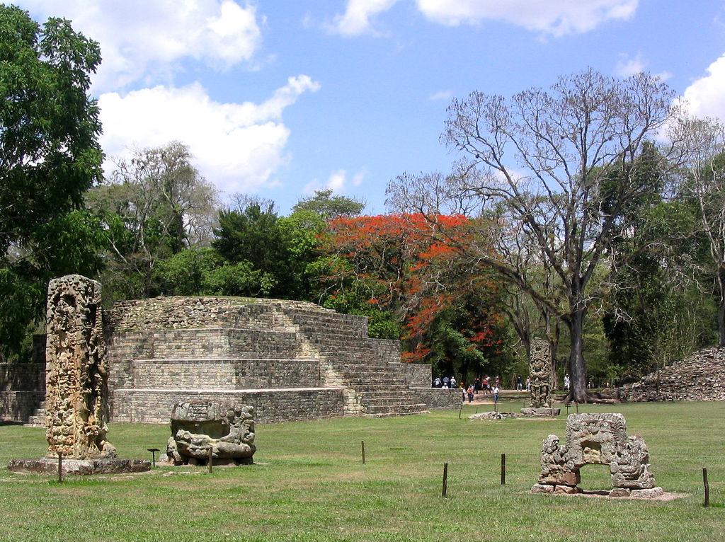 12. Plaza maya en Copán. Autor, Jcwrenn