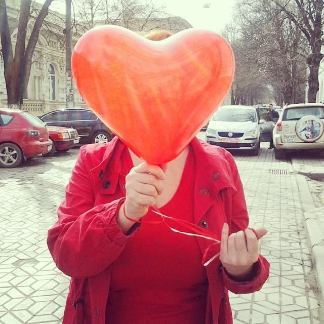День, когда можно официально смотреть на мир сквозь красные жопки!:))
