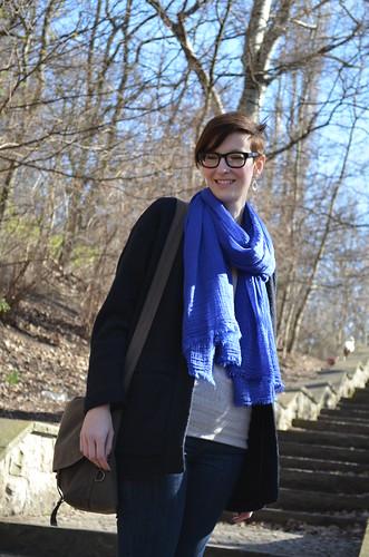 Volkspark Friedrichshain Berlin_Kate in the park zara scarf moop messenger warby parker huxley