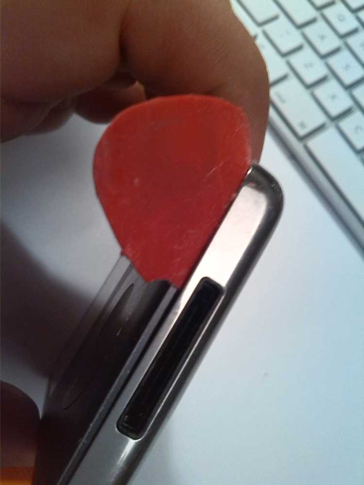 Apple-iPod-Classic-6G-6.5G-7G-7.5G-80GB-120GB-160GB-Festplatte-tauschen-2015-02-07-01.30.21-Plektron-untere-rechte-Ecke