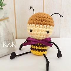 バズバズ、帽子取るとこんな感じ♡  #あみぐるみ #バズバズ #ミツバチ ハンドメイド #かぎ針編み #かわいい #amigurumi #buzbuz #honeybee #bee #handmade #crochet #kawaii #knk #Creema #Etsy #minne #iichi