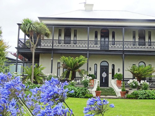 Mount Gambier. Llandovery mansion built in 1878 behind the Methodist church for a lcaol oat and flour miller. Now a bed and breakfast establishment called  Colhurst House.