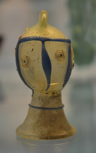 Glass dropper-flask in the form of a secutor helmet with