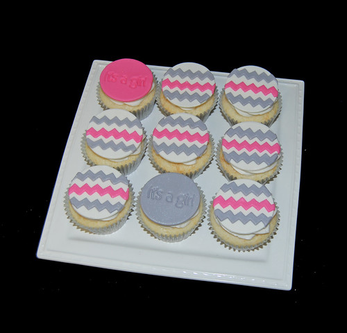 pink and gray chevron baby shower cupcakes