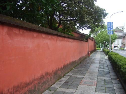 孔子廟の赤い壁