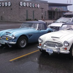 aston martin vantage(0.0), aston martin db4(0.0), aston martin db2(0.0), aston martin db6(0.0), aston martin db5(0.0), automobile(1.0), vehicle(1.0), performance car(1.0), austin-healey 3000(1.0), antique car(1.0), classic car(1.0), vintage car(1.0), land vehicle(1.0), coupã©(1.0), sports car(1.0),
