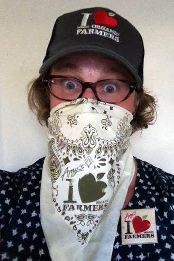 I look like an organic farmer lovin' bandit!