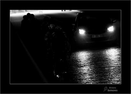 Ciclistas en el túnel by Argayu