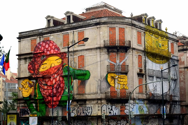 mural crono project | os gemeos . blu | lisbon
