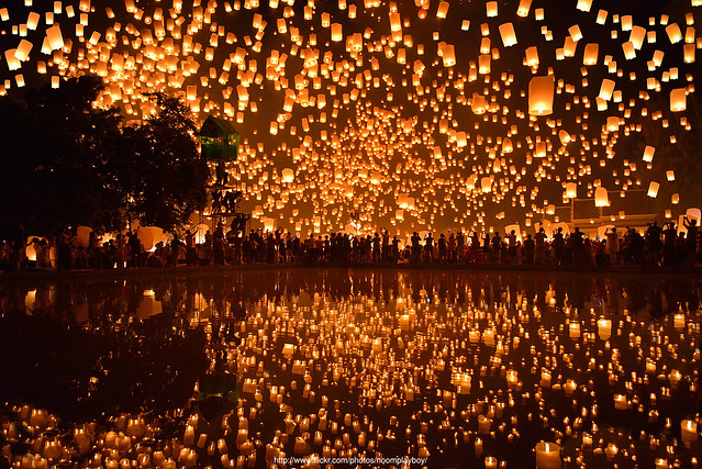 Floating lanterns loi krathong festival in thailand for How to make a beautiful lantern