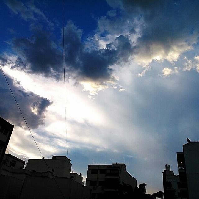 Amanecer del 7 de Enero 2014! Después de 2 min de lluvia y aún con 32C, así está el cielo!  #igers #photooftheday #igersbsas #igersargentina #igersbuenosaires #cielosBuenosAires #cielos #DespuesLluvia #unykaphoto #unyka #SonyXperiaL