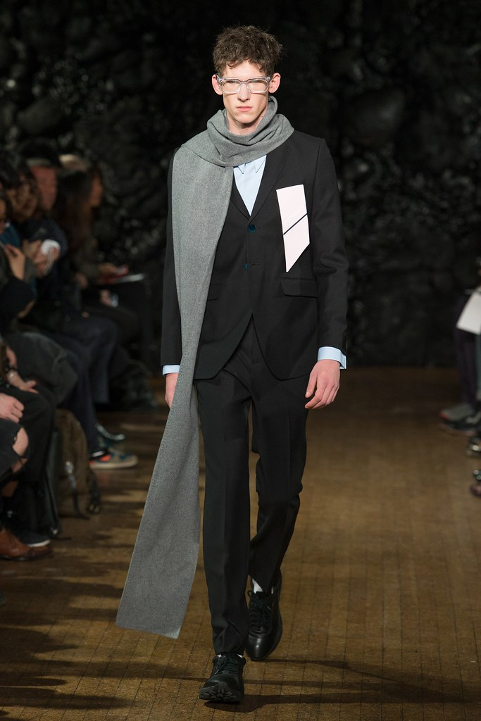 FW14 London Xander Zhou037_Botond Cseke(VOGUE)