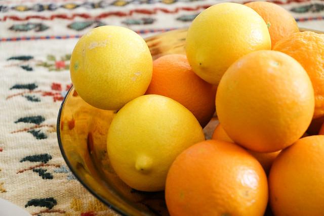 Fresh orange and lemon in Firuzabad, Iran フィールーズ・アーバード、新鮮な果物