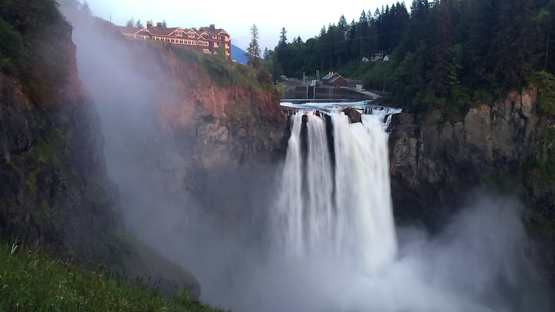 Mothers Day dinner at Salish Lodge and sunset painting the rocks at Snoqualmie Falls