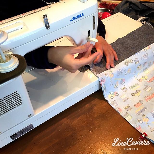今日は、親子4人での参加(-_^)入園準備の袋作りですよ(*^^*)パパさんは、2人のお子様のお守りです(^^;;