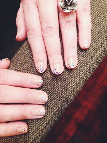 micro dots manicure