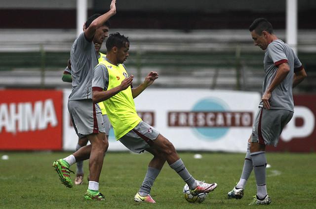 Levir comanda treino coletivo em tarde de belos gols nas Laranjeiras