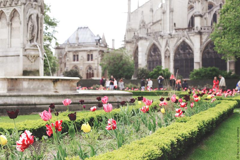 Strolling Around Square Jean-XXIII