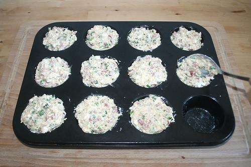 35 - Muffinblech befüllen / Fill muffin tray