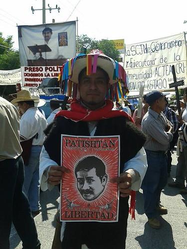 """Movilizaciones Cartel """"PATISHTAN"""" usado en las marchas para la liberación de Alberto Patishtan, Tuxtla Gtz. Chiapas Proyecto """"Propaganada & Conciencia"""" Foto por Las Abejas de Acteal Abr. 2013. by Gran OM"""